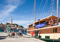 Croatia, Istria, Rovinj - Perl of Istria: Island-Hopping with your bicycle, at background old town with St Eufemija church | Kroatien, Istrien, Rovinj - die Perle Istriens: Inselhuepfen mit dem Fahrrad, im Hintergrund die Altstadt mit der Kirche St. Eufemija