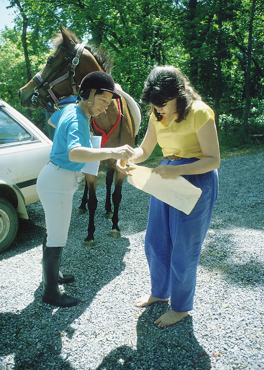 1990.U.S. CENSUS ENUMERATOR--Barbara H. Payne, U.S. Census Enumerator takes to horseback to count the people in the Blueridge Mountains above Bluemount Virginia..PHOTO BY VICKI BELLEROSE