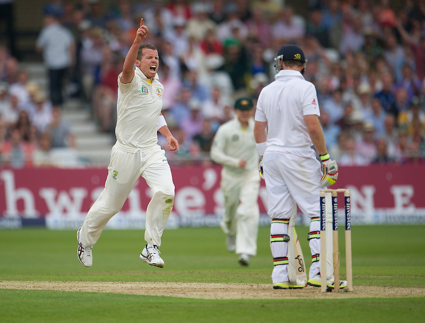 Australia's Peter Siddle celebrates taking the wicket of England's Ian Bell - IR Bell c Watson b Siddle 25<br /> <br />  (Photo by Stephen White/CameraSport) <br /> <br /> International Cricket - First Investec Ashes Test Match - England v Australia - Day 1 - Wednesday 10th July 2013 - Trent Bridge - Nottingham<br /> <br /> &copy; CameraSport - 43 Linden Ave. Countesthorpe. Leicester. England. LE8 5PG - Tel: +44 (0) 116 277 4147 - admin@camerasport.com - www.camerasport.com