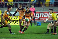 Jaguares' Joaquin Diaz Bonilla pops a pass to Ramiro Moyano during the Super Rugby match between the Hurricanes and Jaguares at Westpac Stadium in Wellington, New Zealand on Friday, 17 May 2019. Photo: Dave Lintott / lintottphoto.co.nz