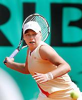 28-5-06,France, Paris, Tennis , Roland Garros, Zvonareva in her first round match