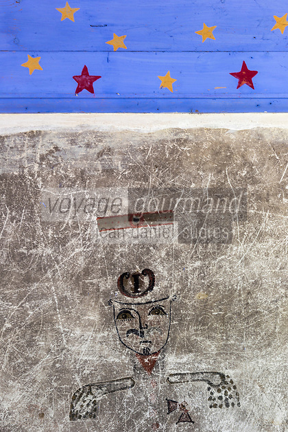 France, Pyrénées-Atlantiques (64), Béarn, vallée d'Aspe, Borce: L' Hôpital Saint-Jacques, dessin et graffiti laissés par les soldats et les représentant en tenue militaire //  France, Pyrenees Atlantiques ,Bearn, Aspe Valley, Borce, Saint Jacques Hospital