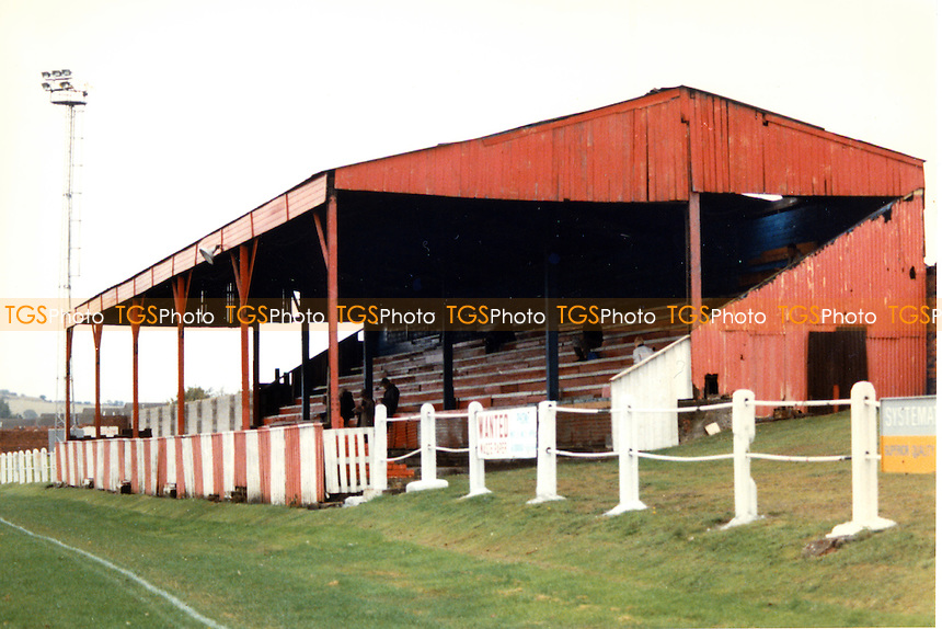 Tickhill Square, home of Denaby United Football Club (South Yorkshire), pictured October 1989 - Gavin Ellis/TGSPHOTO - Self billing applies where appropriate - 0845 094 6026 - contact@tgsphoto.co.uk - NO UNPAID USE..