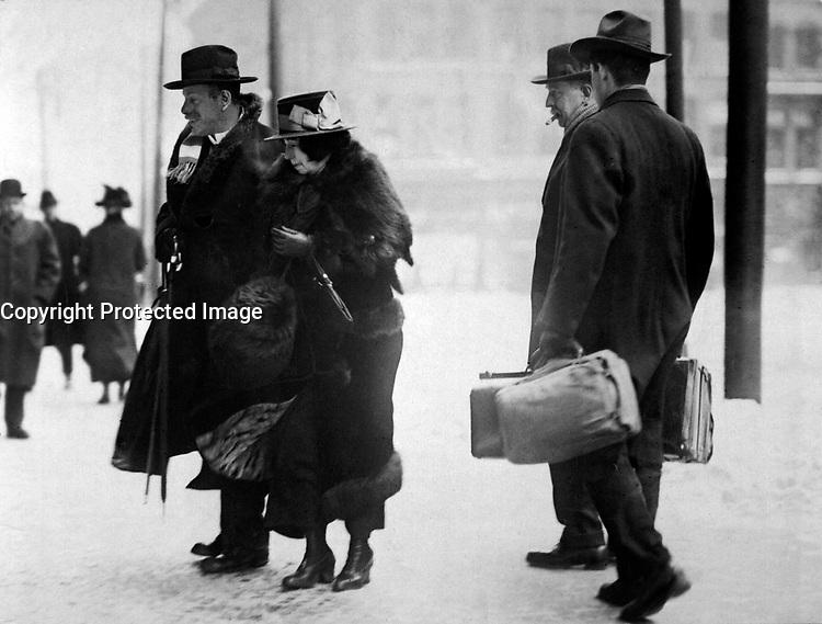Dr. Ernst Kunwald, former conductor of the Cincinnati Symphony Orchestra, entering the Federal Building, Cincinnati, Ohio, as a prisoner of war in charge of two U.S. deputy marshals.  1917.  J. R. Schmidt. (War Dept.)<br /> EXACT DATE SHOT UNKNOWN<br /> NARA FILE #:  165-WW-157A-1<br /> WAR &amp; CONFLICT BOOK #:  689