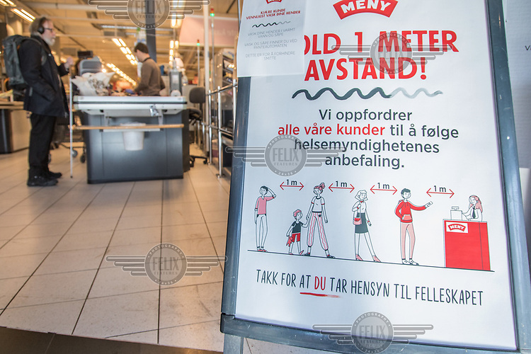 Sign urging shopers to keep distance. Norwegian authorites introduced measures to combat the Coronavirus (COVID-19).<br /> <br /> Restriction on public gatherings, closure of schhols, new rules for those serving food and drinks, and fear of further spread of the virus have brought the country to a stand still. <br /> <br /> ©Fredrik Naumann/Felix Features