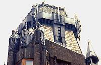 Amsterdam: Scheepvaarthuis. Sculptors Hildo Krop & H.A. van der Eynde. Photo '87.