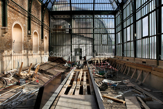 New Caledonia Glasshouse (formerly The Mexican Hothouse), 1830s, Charles Rohault de Fleury, Jardin des Plantes, Museum National d'Histoire Naturelle, Paris, France.  Low angle view of the interior during renovation work. The New Caledonia Glasshouse, or Hothouse, was the first French glass and iron building.
