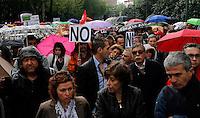 MADRID, ESPANHA, 01 DE MAIO 2012 - ATO DE PRIMEIRO DE MAIO EM MADRID - Trabalhadores durante ato que lembra o seu dia organizado pela Cofederacao Sindical Internacional e Confederacao Europeia dos Sindicatos, realizam ato afim de uma mobilização social contra a crise financeira que se instalou na europa a cinco anos, diminuindo o nível de emprego, aumentando a pobreza e tambem a desigualdade social. Realizado da Praca Cibeles ate a Praca Porta do Sol em frente região central de Madrid capital da Espanha, nesta terça-feira, 01 de maio. (FOTO: VANESSA CARVALHO / BRAZIL PHOTO PRESS).