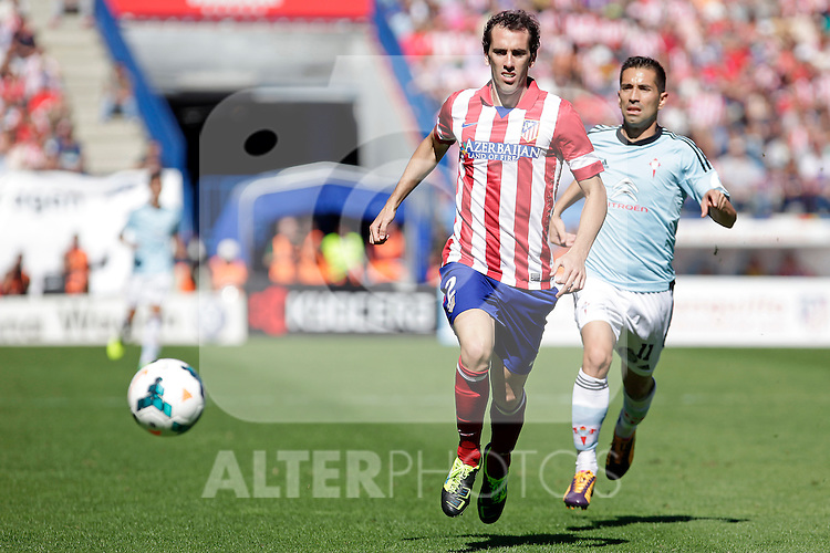 Atletico de Madrid´s Godin (L) and Celta de Vigo´s Charles during La Liga 2013/14 match. October 06, 2013. (ALTERPHOTOS/Victor Blanco)