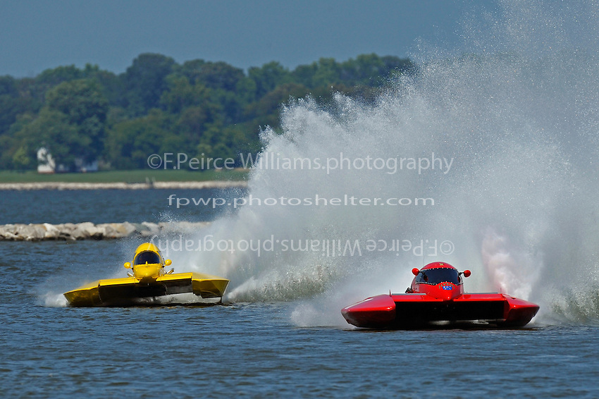 """Brandon Kennedy, E-30 """"Budget Buster"""" chases down Kelly Shane, E-77 (5 Litre class hydroplane(s)"""
