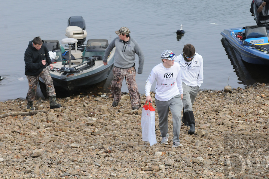 NWA Democrat-Gazette/FLIP PUTTHOFF <br /> High school anglers bring their fish to the weigh-in Jan. 14 2017 at Prairie Creek park on Beaver Lake.