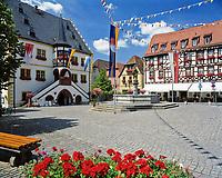 Deutschland, Bayern, Franken, Volkach: Marktplatz mit Rathaus | Germany, Bavaria, Franconia, Volkach: Marktet Square with townhall