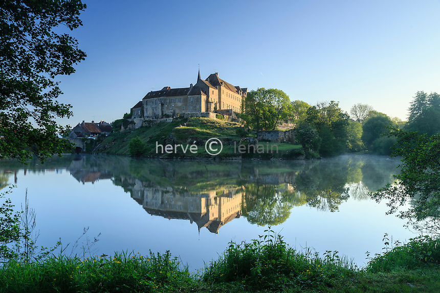 France, Indre (36), Saint-Beno&icirc;t-du-Sault, labellis&eacute; Les Plus Beaux Villages de France, retenue d'eau sur le Portefeuille et le Fort le matin // France, Indre, Saint Benoit du Sault, labelled Les Plus Beaux Villages de France (The Most beautiful<br /> Villages of France), water retention on the Portefeuille and the Fort in the morning