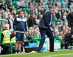 Celtic v St Johnstone &hellip;26.08.17&hellip; Celtic Park&hellip; SPFL<br />Tommy Wright urges his players on<br />Picture by Graeme Hart.<br />Copyright Perthshire Picture Agency<br />Tel: 01738 623350  Mobile: 07990 594431