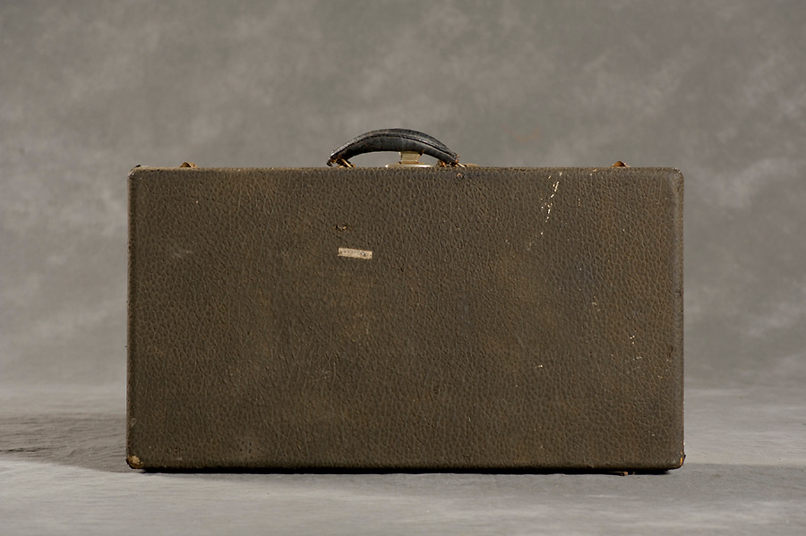 Willard Suitcases / Thelma R / ©2014 Jon Crispin