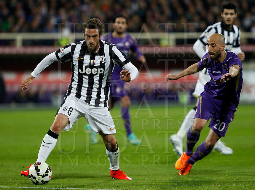 Calcio, Coppa Italia: semifinale di ritorno Fiorentina vs Juventus. Firenze, stadio Artemio Franchi, 7 aprile 2015. <br /> Juventus' Claudio Marchisio, left, is challenged by Fiorentina's Borja Valero during the Italian Cup semifinal second leg football match between Fiorentina and Juventus at Florence's Artemio Franchi stadium, 7 April 2015.<br /> UPDATE IMAGES PRESS/Isabella Bonotto