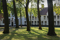 Europe/Belgique/Flandre/Flandre Occidentale/Bruges: Centre historique classé Patrimoine Mondial de l'UNESCO, Enclos du Béguinage , monastère bénédictin de la Vigne ou De Wijngaard, datant de 1245  //  Belgium, Western Flanders, Bruges: Southern part of the historic centre listed as World Heritage by UNESCO, Enclosure of the Beguine (Benedictine monastery of Vine and De Wijngaard) dating from 1245,