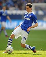 FUSSBALL   1. BUNDESLIGA   SAISON 2011/2012   29. SPIELTAG FC Schalke 04 - Hannover 96                                08.04.2012 Julian Draxler (FC Schalke 04) Einzelaktion am Ball