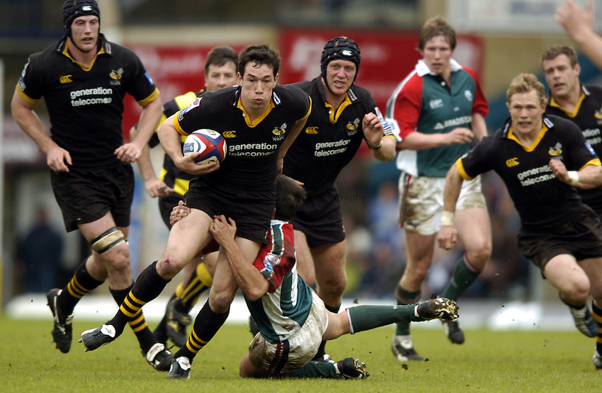 Photo: Richard Lane..London Wasps v Leicester Tigers. Zurich Premiership. 08/05/2004..Tom Voyce breaks past Harry Ellis.