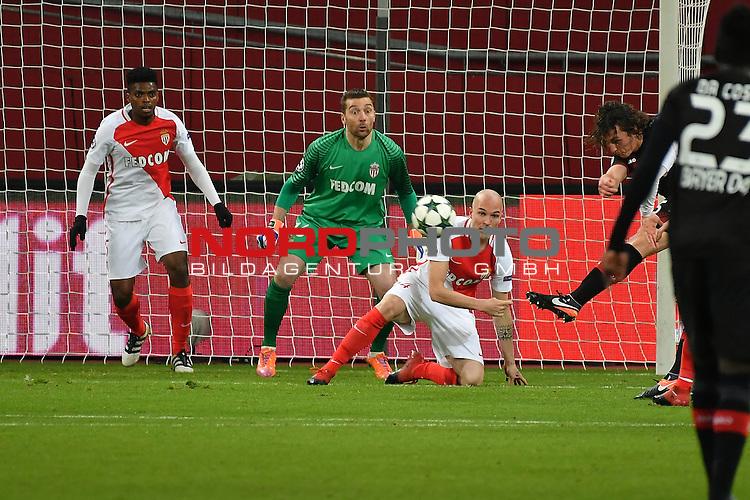 07.12.2016, BayArena, Leverkusen, Gruppe E, GER, Bayer 04 Leverkusen (GER) vs. AS Monaco (FRA)<br /> im Bild:<br /> Torwart MORGAN DE SANCTIS (AS Monaco #16) pariert einen Schu&szlig; auf&acute;s Tor von Julian Baumgartlinger (Leverkusen #15), <br /> <br /> <br /> <br /> Foto &copy; nordphoto / Meuter