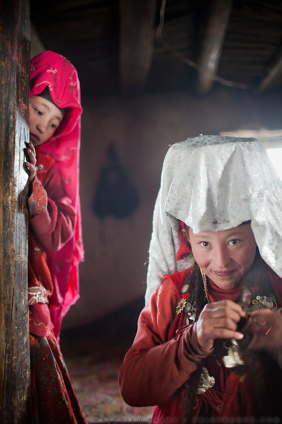 Tella Bu (deceased Khan's youngest daughter - wearing the white veil) has epileptic seizures since 1 year. Kyrgyz think these are the work of Djinns, the local supernatural creatures. Chinor (left, red veil) watched on. .At the Qyzyl Qorum camp. It is the camp of the now deceased Khan (Abdul Rashid Khan, died in December 2009), and headed by the self proclaimed young Haji Roshan Khan (his son). Opium addicted Haji Roshan was never officially stated Khan and is therefore not accepted as leader by the entire Kyrgyz community. Near the Afghan-China border...Trekking through the high altitude plateau of the Little Pamir mountains, where the Afghan Kyrgyz community live all year, on the borders of China, Tajikistan and Pakistan.