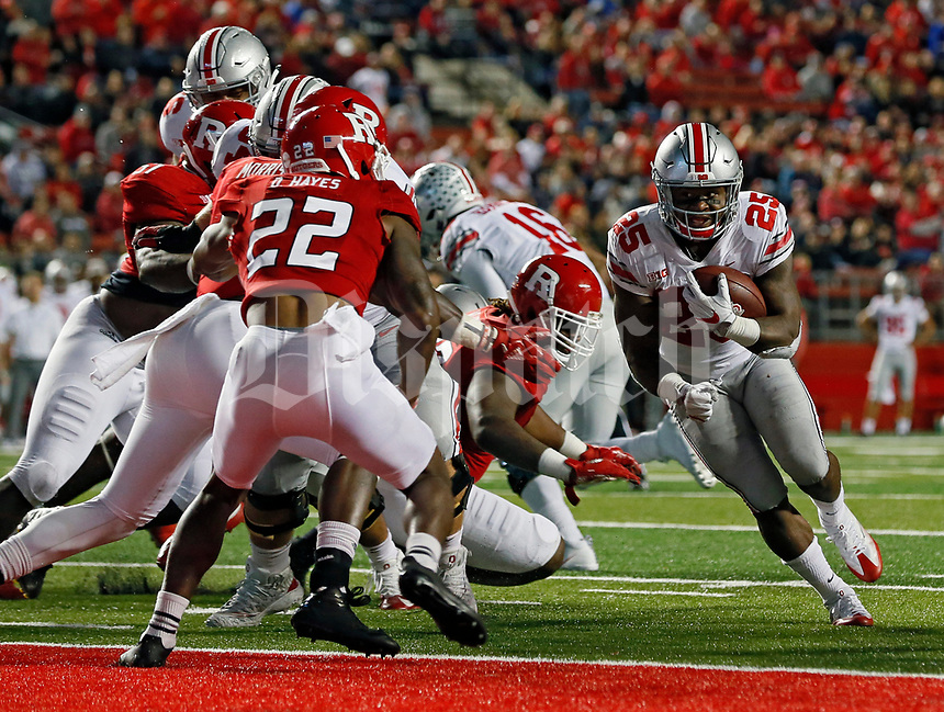 Ohio State Buckeyes running back Mike Weber (25) scores a rushing touchdown against Rutgers Scarlet Knights during the 1st half at High Point Solutions Stadium  in Piscataway, NJ on September 28, 2017.  [Kyle Robertson/Dispatch]