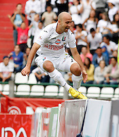 MANIZALES -COLOMBIA. 16-02-2014. Edwards Jimenez  del Once Caldas celebra su gol  contra el  Alianza Petrolera partido por la quinta fecha de La liga Postobon 1 disputado en el estadio Palogrande. / Edwards Jimenez   of Once Caldas celebrates his goal against  Alianza Petrolera during the match for the fifth round of The Postobon one league match at Palogrande   Stadium . Photo: VizzorImage / Santiago Osorio / Stringer