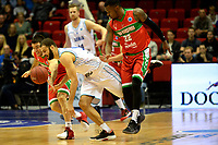 36 KM<br /> GRONINGEN - Basketbal,  Donar - Karsiyaka SK, Martiniplaza, Europe Cup, seizoen 2018-2019, 14-11-2018,  Donar speler Shane Hammink met Kasiyaka speler Sek Henry