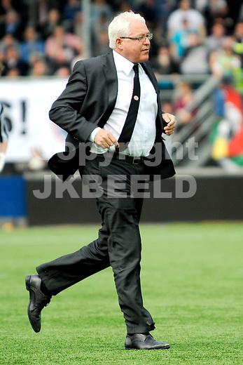 ALMELO - voetbal, Heracles Almelo - PSV, Eredivisie , Polman stadion, seizoen 2010-2011, 17-04-2011   dokter van den Hoogenband PSV.