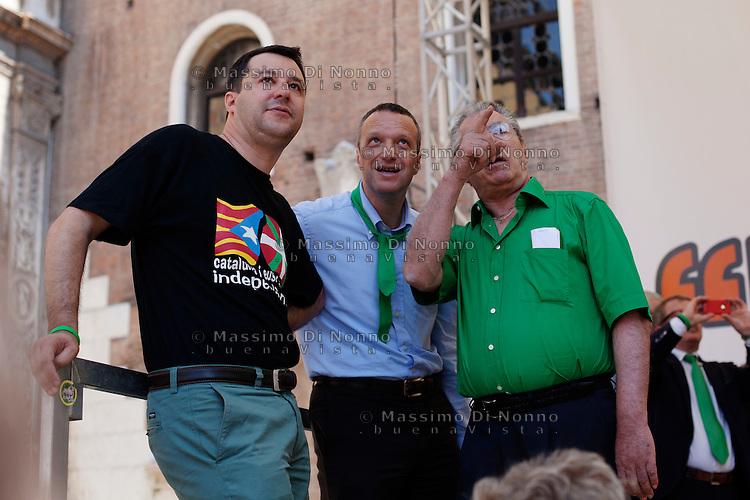 Verona: Umberto Bossi, Flavio Tosi e Matteo Salvini durante la manifestazione organizzata dalla Lega Nord per protestare contro l'IMU la tassa sulla casa introdotta dal Governo Monti.