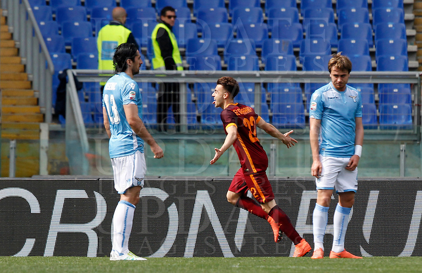 Calcio, Serie A: Lazio vs Roma. Roma, stadio Olimpico, 3 aprile 2016.<br /> Roma&rsquo;s Stephan El Shaarawy, center, celebrates after scoring during the Italian Serie A football match between Lazio and Roma at Rome's Olympic stadium, 3 April 2016.<br /> UPDATE IMAGES PRESS/Riccardo De Luca