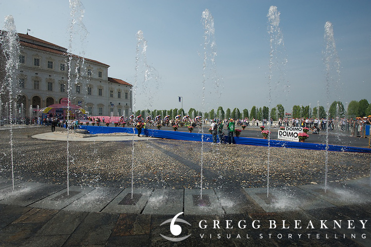 The central square in Turin, stage 1 team time trial.