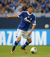 FUSSBALL   1. BUNDESLIGA   SAISON 2013/2014   1. SPIELTAG FC Schalke 04 - Hamburger SV          11.08.2013 Klaas Jan Huntelaar (FC Schalke 04)  am Ball