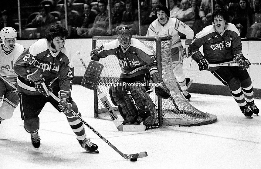 Washington Capitols Blair Stewart, goalie Michael Belhumeur, #4 Bob Paradise against the Seals. (1975 photo/Ron Riesterer)
