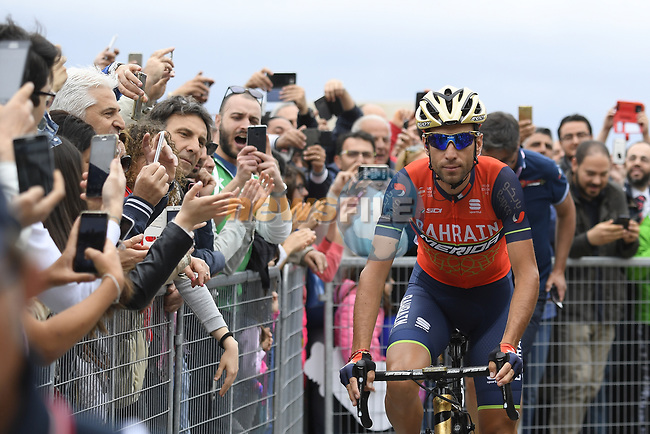 Vincenzo Nibali (ITA) Bahrain-Merida at sign on before the start of Stage 6 of the 100th edition of the Giro d'Italia 2017, running 217km from Reggio Calabria to Terme Luigiane, Italy. 11th May 2017.<br /> Picture: LaPresse/Fabio Ferrari | Cyclefile<br /> <br /> <br /> All photos usage must carry mandatory copyright credit (&copy; Cyclefile | LaPresse/Fabio Ferrari)