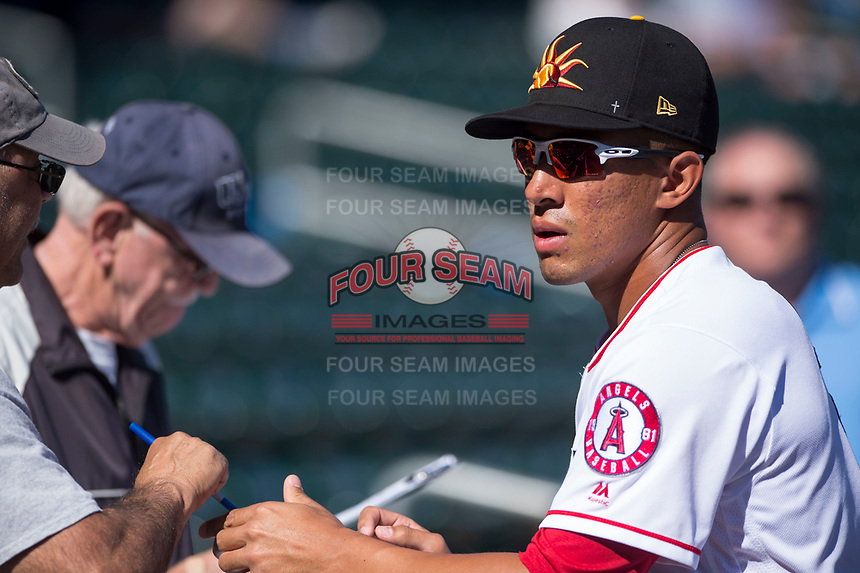 Mesa Solar Sox second baseman Jahmai Jones (9), of the Los Angeles Angels organization, signs autographs for fans before an Arizona Fall League game against the Surprise Saguaros at Sloan Park on November 1, 2018 in Mesa, Arizona. Surprise defeated Mesa 5-4 . (Zachary Lucy/Four Seam Images)