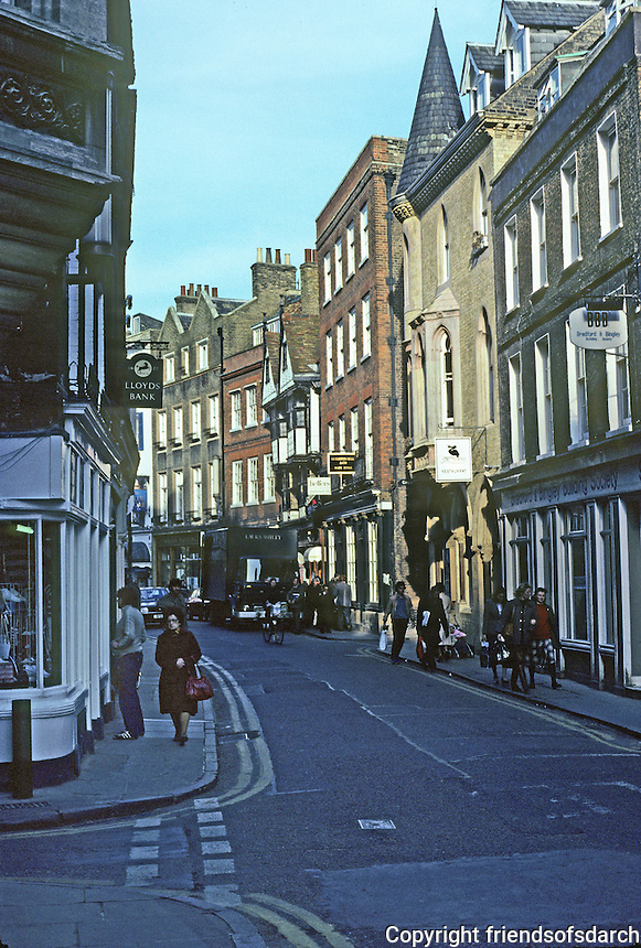 Cambridge: King's Parade. Photo '82.