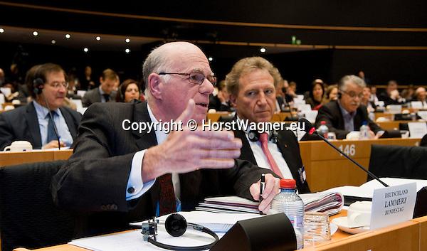 Bruessel - Belgien, 20. Januar 2014; <br /> MdB Prof. Dr. Norbert LAMMERT (li), Praesident des Deutschen Bundestages, nimmt im Rahmen einer Bundestagsdelegation teil an der Interparlamentarischen Konferenz zur wirtschaftlichen Steuerung der EU (siehe Artikel 13 des EU-Fiskalvertrags); hier: im kleinen Plenarsaal des Europaeischen Parlaments mit MdB Norbert BARTHLE (re)(CDU/CSU), Leiter der Bundestagsdelegation; <br /> Photo: © Horst Wagner / DBT; <br /> Tel.: +49 179 5903216; <br /> horst.wagner@skynet.be