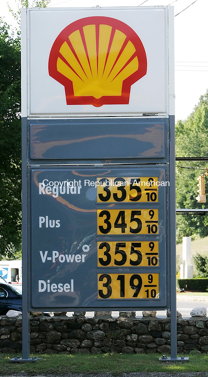 OAKVILLE,  CT 02 September 2005 -090105BZ07- Gas throughout the region, here at the Shell in Oakville Friday afternoon, has topped three dollars a gallon. <br />  Jamison C. Bazinet / Republican-American