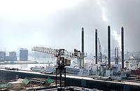 Nederland - Amsterdam - 24 maart 2018. Open Toren Dag. Uitzicht vanaf Studentenflat Nautique Living in Amsterdam Noord. Het IJ.   Foto Berlinda van Dam / Hollandse Hoogte.