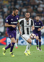 Calcio, Serie A: Juventus vs Fiorentina. Torino, Juventus Stadium, 20 agosto 2016.<br /> Juventus' Gonzalo Higuain, right, is chased by Fiorentina's Gonzalo Rodriguez during the Italian Serie A football match between Juventus and Fiorentina at Turin's Juventus Stadium, 20 August 2016. Juventus won 2-1.<br /> UPDATE IMAGES PRESS/Isabella Bonotto