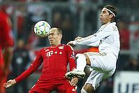 FUSSBALL: Champions League, Halbfinale, Hinspiel, FC Bayern Muenchen - Real Madrid, Muenchen, 17.04.2012.Arjen Robben (Bayern, l.) - Sergio Ramos (Real).© pixathlon