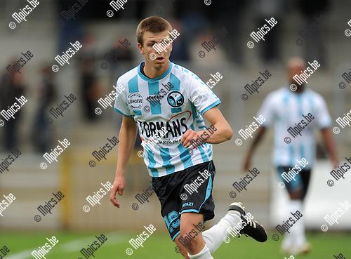 2011-07-30 / Voetbal / seizoen 2011-2012 / Verbroedering Geel-Meerhout / Arne Hoefnagels..Foto: mpics