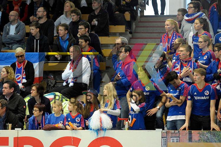 GER - Luebeck, Germany, February 07: During the 1. Bundesliga Damen indoor hockey final match at the Final 4 between Mannheimer HC (blue) and Duesseldorfer HC (white) on February 7, 2016 at Hansehalle Luebeck in Luebeck, Germany.