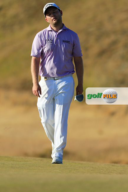 Branden GRACE (RSA) stretches on the 17th green during Sunday's Final Round of the 2015 U.S. Open 115th National Championship held at Chambers Bay, Seattle, Washington, USA. 6/22/2015.<br /> Picture: Golffile | Eoin Clarke<br /> <br /> <br /> <br /> <br /> All photo usage must carry mandatory copyright credit (&copy; Golffile | Eoin Clarke)