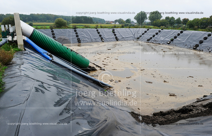 Germany, Biogas plant and slurry pond / Deutschland, Biogasanlage und Gülle Becken
