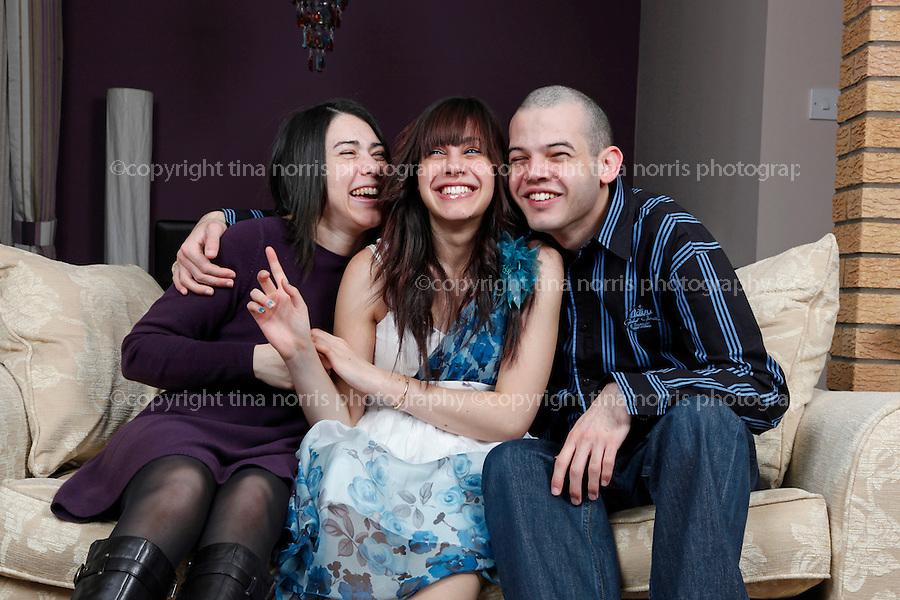 Mona El-sayed and family. 28 Dec 2011. ©TINA NORRIS 07775 593 830 info@tinanorris.co.uk