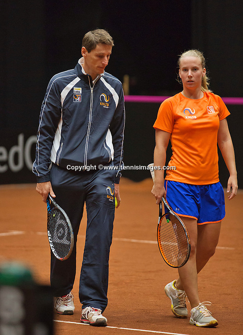 April 15, 2015, Netherlands, Den Bosch, Maaspoort, Fedcup Netherlands-Australia, Dutch Captain Paul Haarhuis with  Richel Hogenkamp<br /> Photo: Tennisimages/Henk Koster