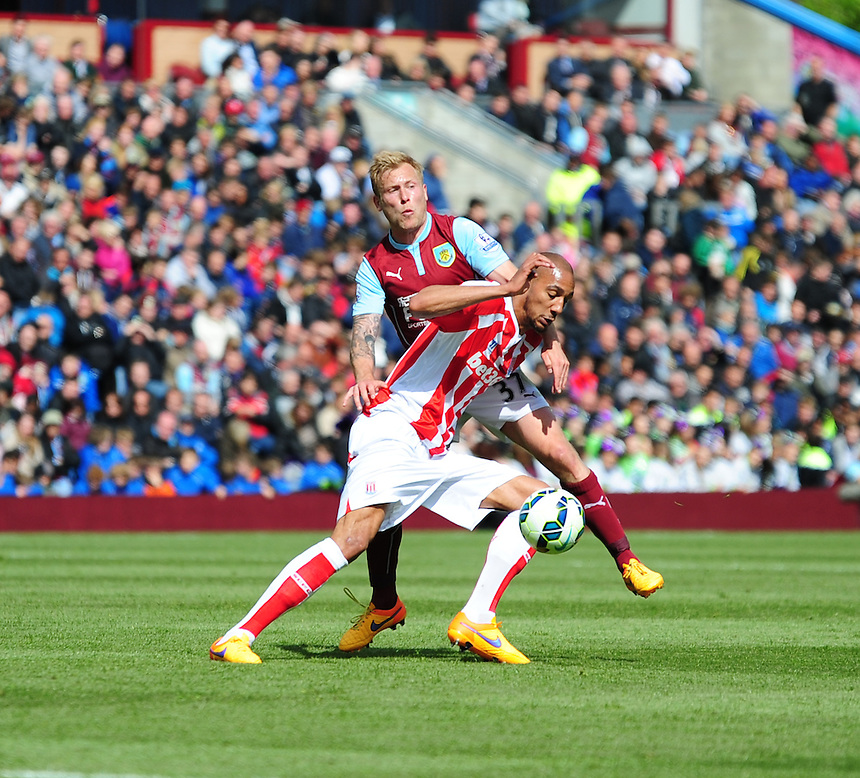Burnley's Scott Arfield vies for possession with Stoke City's Steven N'Zonzi<br /> <br /> Photographer Andrew Vaughan/CameraSport<br /> <br /> Football - Barclays Premiership - Burnley v Stoke City - Saturday 16th May 2015 - Turf Moor - Burnley<br /> <br /> &copy; CameraSport - 43 Linden Ave. Countesthorpe. Leicester. England. LE8 5PG - Tel: +44 (0) 116 277 4147 - admin@camerasport.com - www.camerasport.com