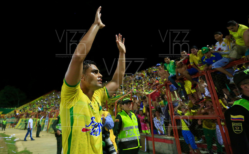 BUCARAMANGA, COLOMBIA - 27-11-2015: Jugadores y cuerpo técnico del Atlético Bucaramanga celebran el paso de su equipo a la primera división del fúbol colombiano Liga Aguila, después de siete años en la B, después de ganar 1-0  a Universitario de Popayán en partido de la fecha 5 del cuadrangular final del torneo Aguila jugado en el estadio Alfonso López de Bucaramanga./ Players and coaches of Atletico Bucaramanga celebrate the ascent of his team to the first division of professional Colombian soccer Liga Aguila fúbol, after seven years in the B, after defeated by score of 1-0 goal to Universitario of Popayán in a match of the date 5 of Aguila Tournament 2015 played at Alfonso Lopez stadium in Bucaramanga. Photo:VizzorImage / Duncan Bustamante / Cont